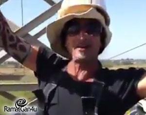 עובד חברת החשמל שחר היקרי הרמתגני למען הצלת בעלי הכנף.
