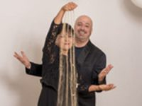 אמנית החול והטנור – אילנה יהב ויותם כהן בליווי פסנתרנית