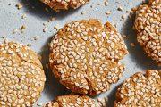 לשבירת הצום, עוגיות טחינה עם שקדים מועשרות בחלבון!
